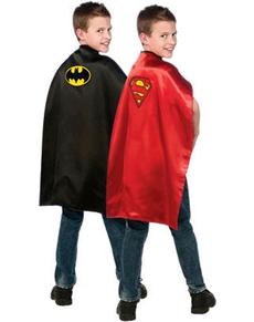 Capa de Batman y Superman reversible para niño